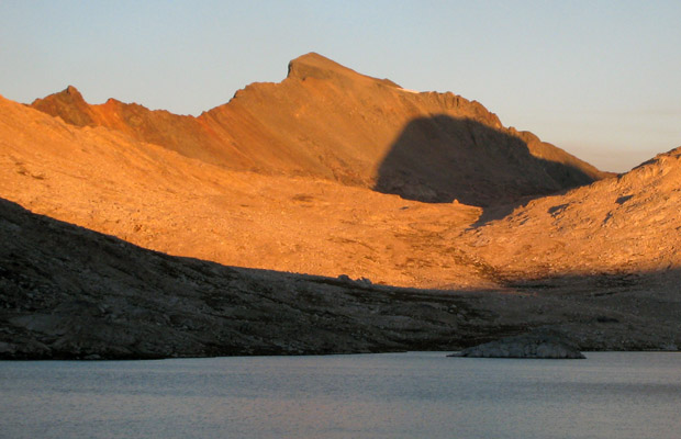 Alpenglow on Muir Pass and the Black Giant ... Muir Hut is visible in the shadow
