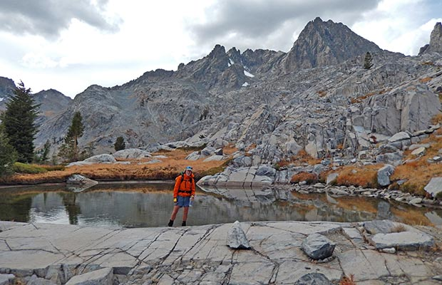 Bob by a no-name pond amongst the bluffs between the Nydiver and Ediza lakes
