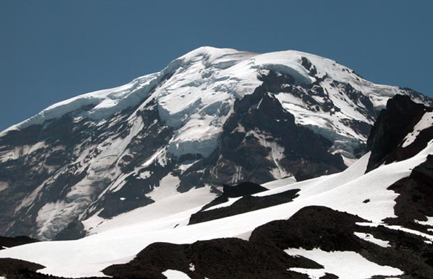 The northern face of Mt. Rainier. In the center, Ptarmigan Ridge, leading up to Liberty Cap.